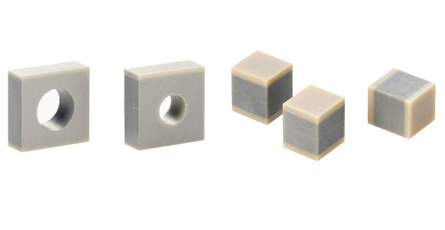 On request, PICMA® Chip piezo actuators can be manufactured with all-ceramic insulated inner hole (left) or with precision-ground ceramic end plates (right).